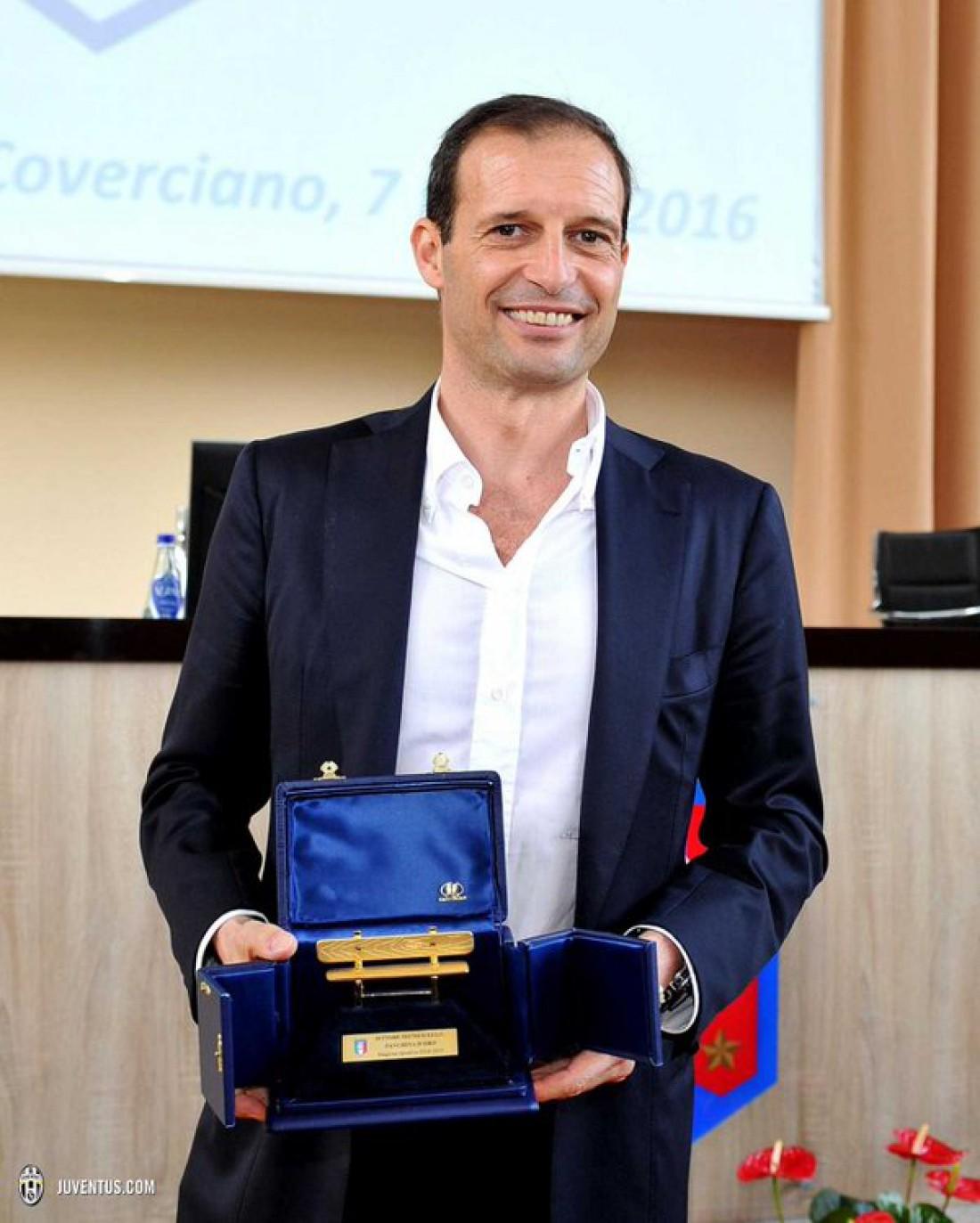 Массимилиано Аллегри с призом