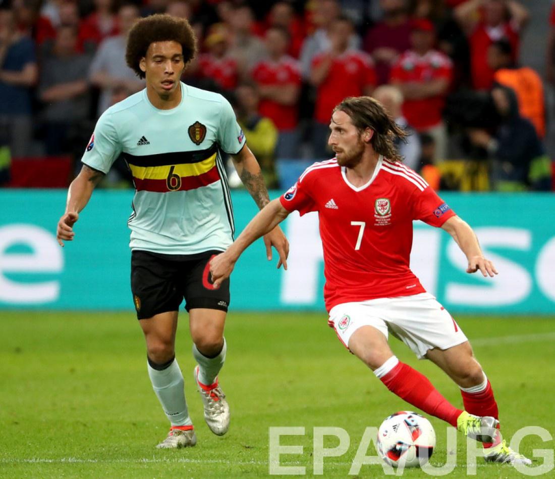 Джо Аллен в матче против сборной Бельгии