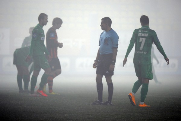 Дым на поле после файеров фанатов