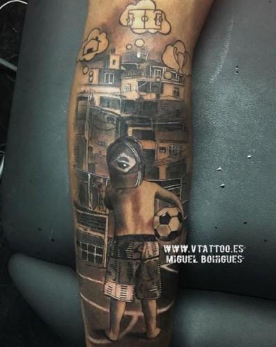 Неймар набил татуировку на ноге