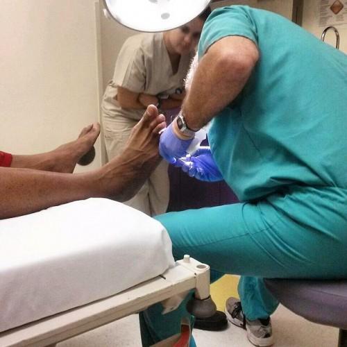Стекло из ноги Бриггса достали в больнице
