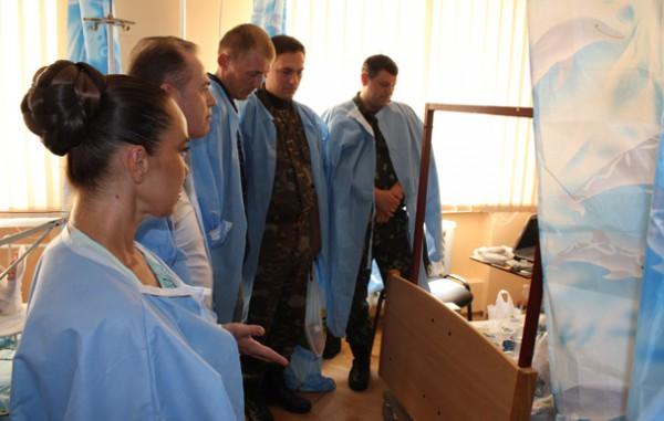Стелла Захарова посетила раненых бойцов