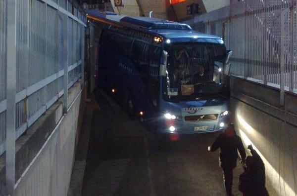 Отчаяная борьба автобуса с окружающей местностью