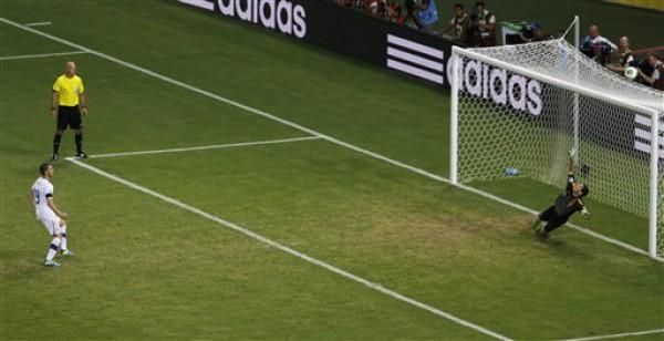 Футбольным судьям разрешили отменять пенальти