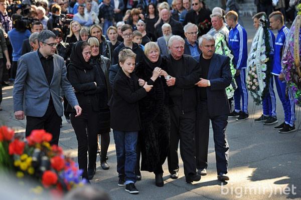 Сын Андрея Гусина Иван (слева) и родители футболиста