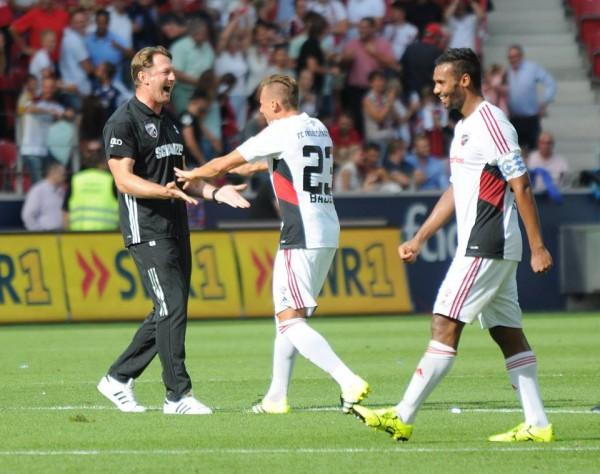 Радость Ингольштадта после дебютной победы в чемпионате Германии