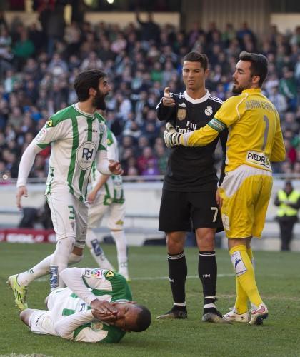 Роналду ударил соперника в матче против Кордобы
