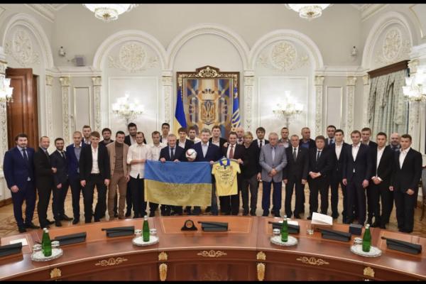 Петр Порошенко встретился со сборной Украины по футболу