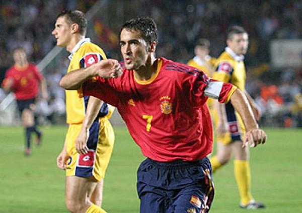 Дубль Рауля принес Испании победу