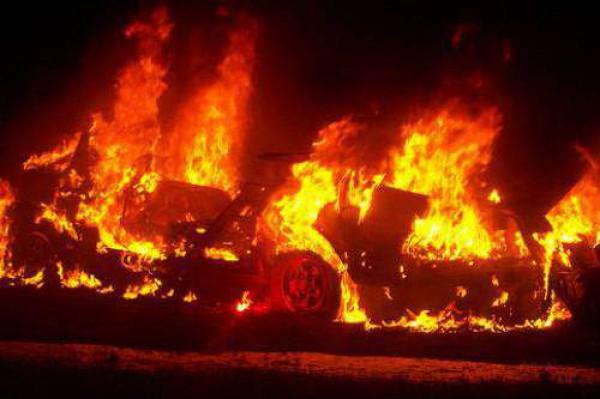 Автомобиль Траттоса был сожжен болельщиками