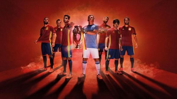 Испания представила форму на Евро-2016