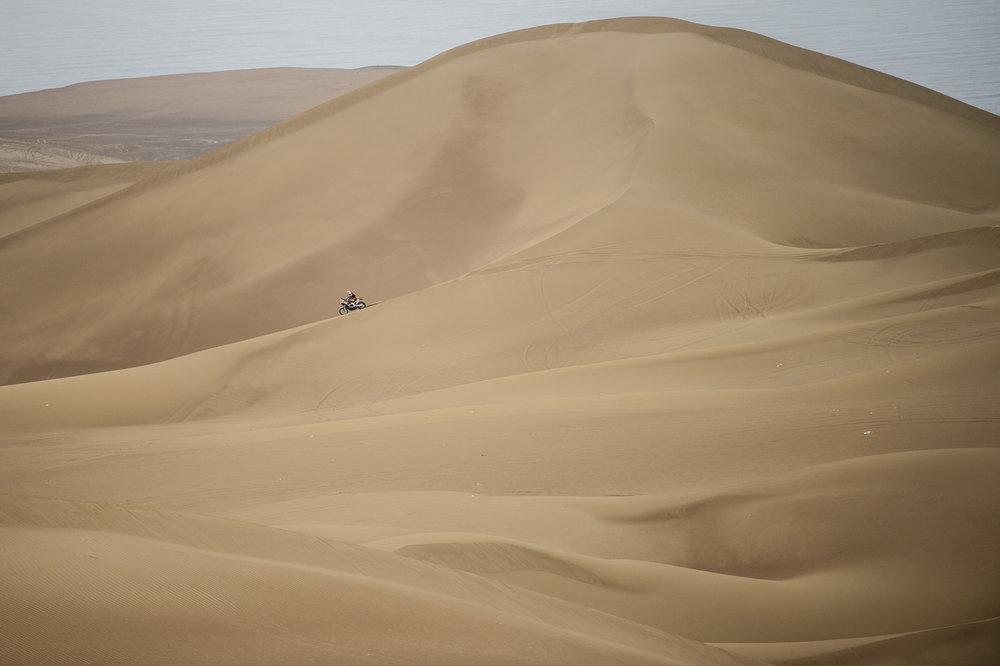 Девятый этап Дакара – Рубен Фариа борется с чилийскими дюнами/Red Bull