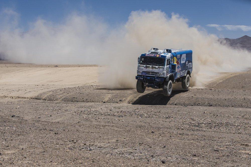 Прошлогодний чемпион Эдуард Николаев выиграл шесть этапов Дакара этого сезона, но финишировал только вторым в классе грузовиков/Red Bull