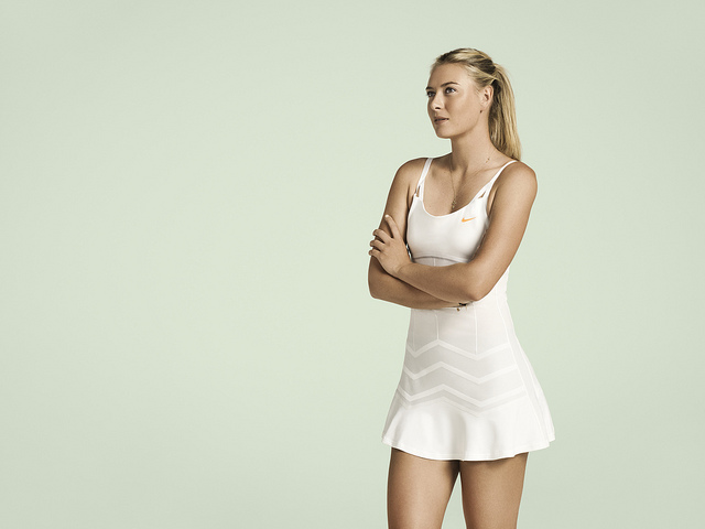 Wimbledon / Уимблдон - это знаменитости тенниса на фоне зелени секретно выращенной травы и белых традиций с клубничным привкусом