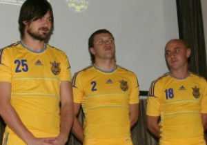 В Киеве футболистов одели в форму Евро-2012