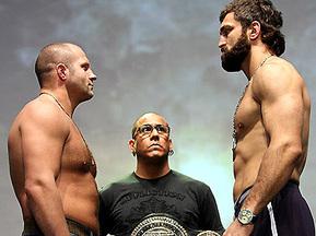 Бой прошёл 24 января 2009 года в городе Анахейм...