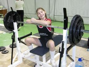 В Сочи 12-летняя девочка установила мировой рекорд по пауэрлифтингу.