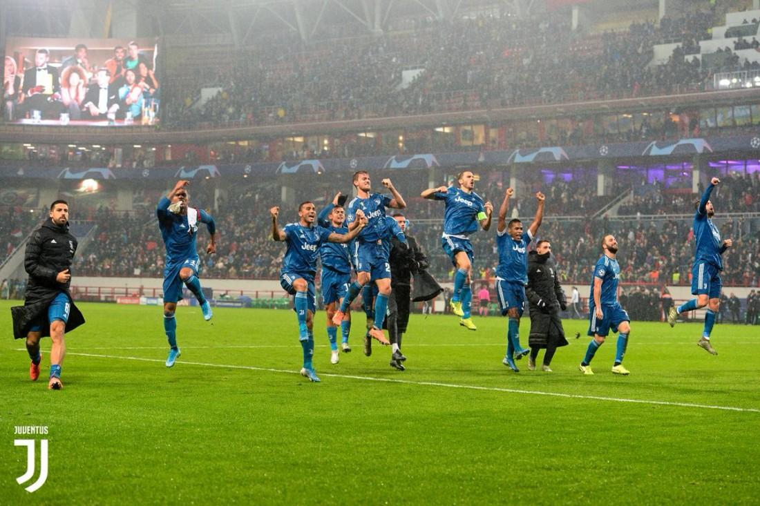 Игроки Ювентуса празднуют победу