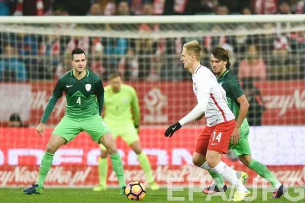 Лукаш Теодорчик (в красно-белой форме) отличился в матче за сборную Польши