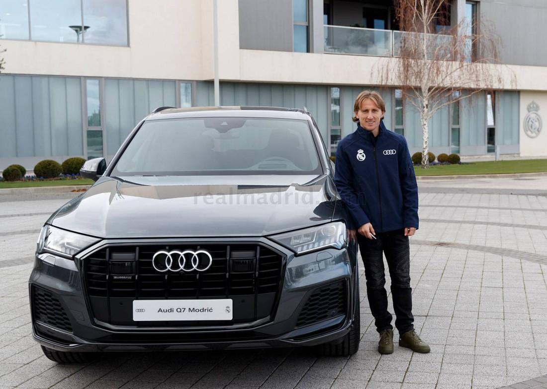 Лука Модрич с новой Audi Q7