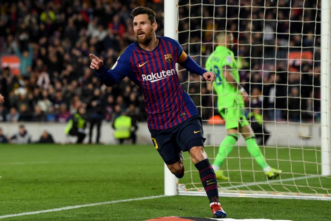 Лионель Месси празднует гол в ворота Леванте