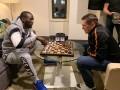 Усик сыграл против Кроуфорда в шахматы