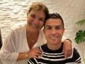Роналду впервые опубликовал фото с матерью после инсульта