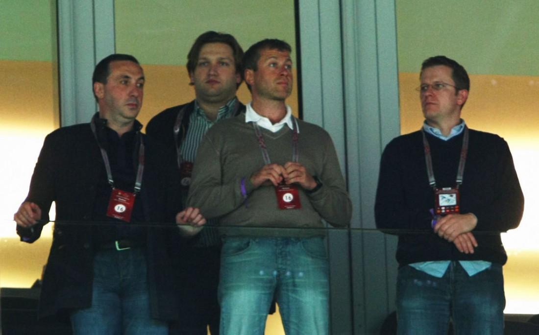 Роман Абрамович (в центре)