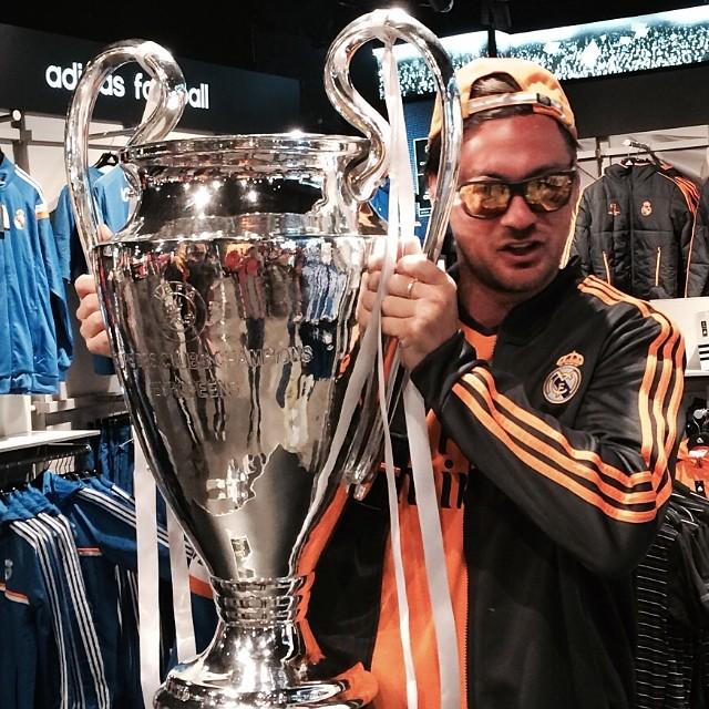 Милевский сфотографировался с кубком Лиги чемпионов