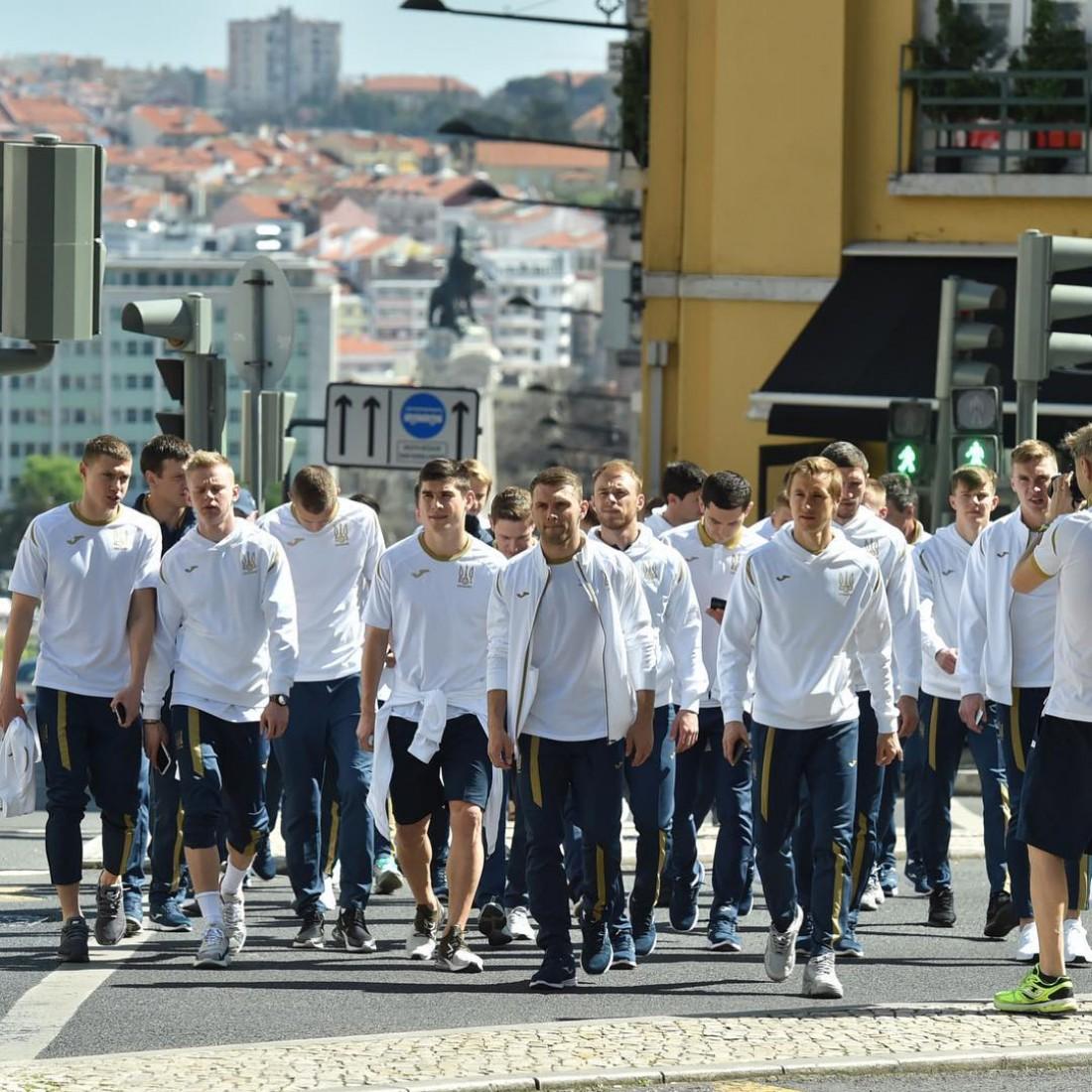 Игроки сборной Украины на прогулке по Лиссабону