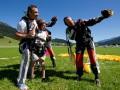Кличко прыгнул с парашютом вместе с женой и детьми (ФОТО)