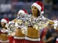 Праздник приближается: Футбольная елка и рождественские красотки в спорте (ФОТО)