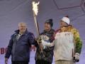 Сочи-2014: Одежда факелоносца загорелась от олимпийского огня (ВИДЕО)