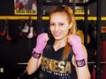 Компания Кличко подписала контракт с боксершой модельной внешности
