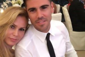 Экс-игрок Барселоны насладился медовым месяцем с прекрасной женой