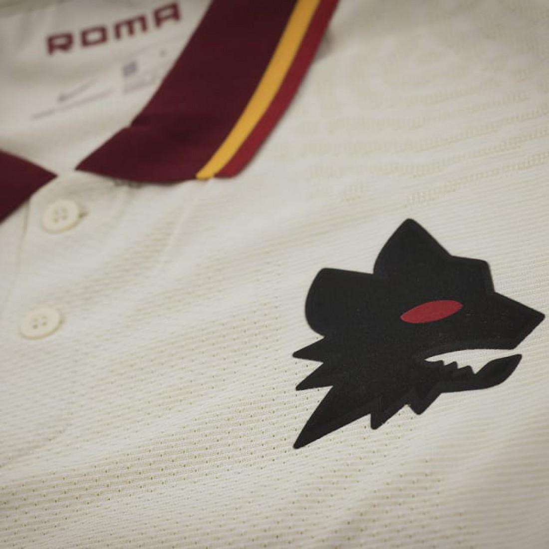 Рома презентовала выездную форму на сезон-2020/21