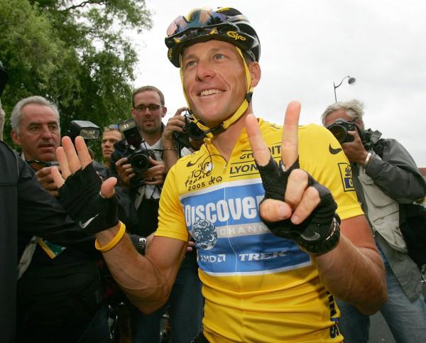 Армстронг покидает спорт с большим скандалом