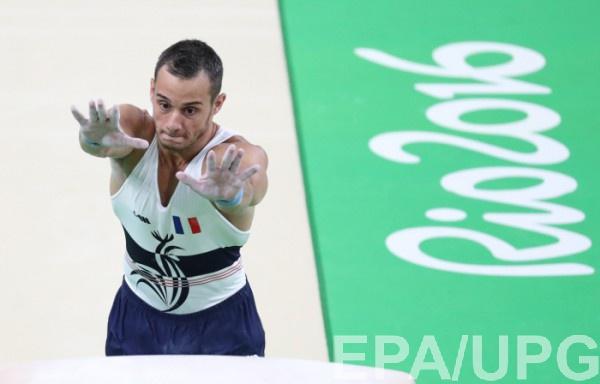 Французский гимнаст получил перелом при неудачном приземлении после выполнения опорного прыжка