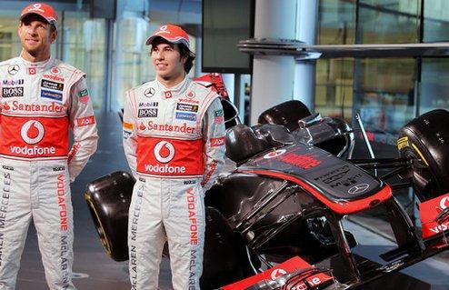 Баттон и Перес на фоне новой машины