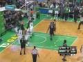 Разборки в NBA. Баскетболист устроил драку прямо во время матча