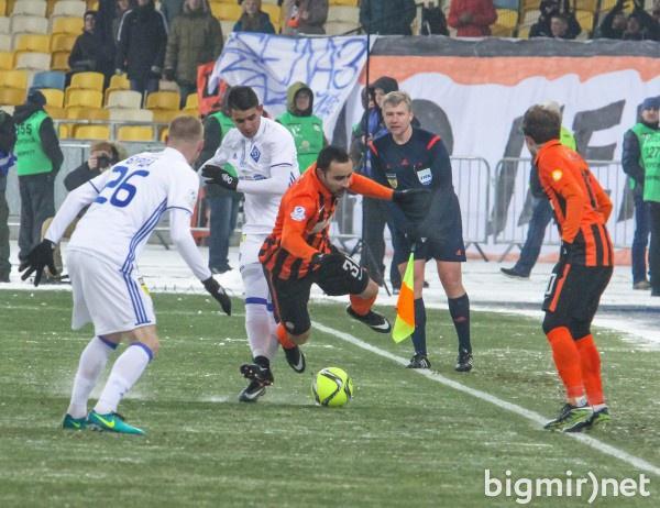 Жабченко отсудил непростой матч Динамо и Шахтера