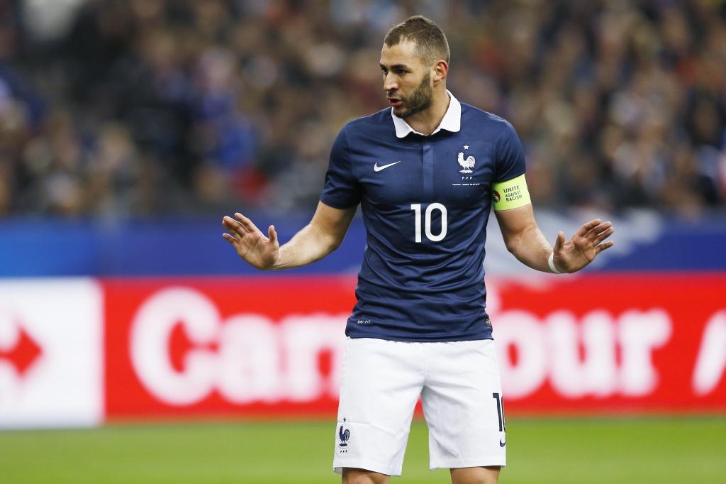 игроки сборной франции потлерживают бензема что разное типу