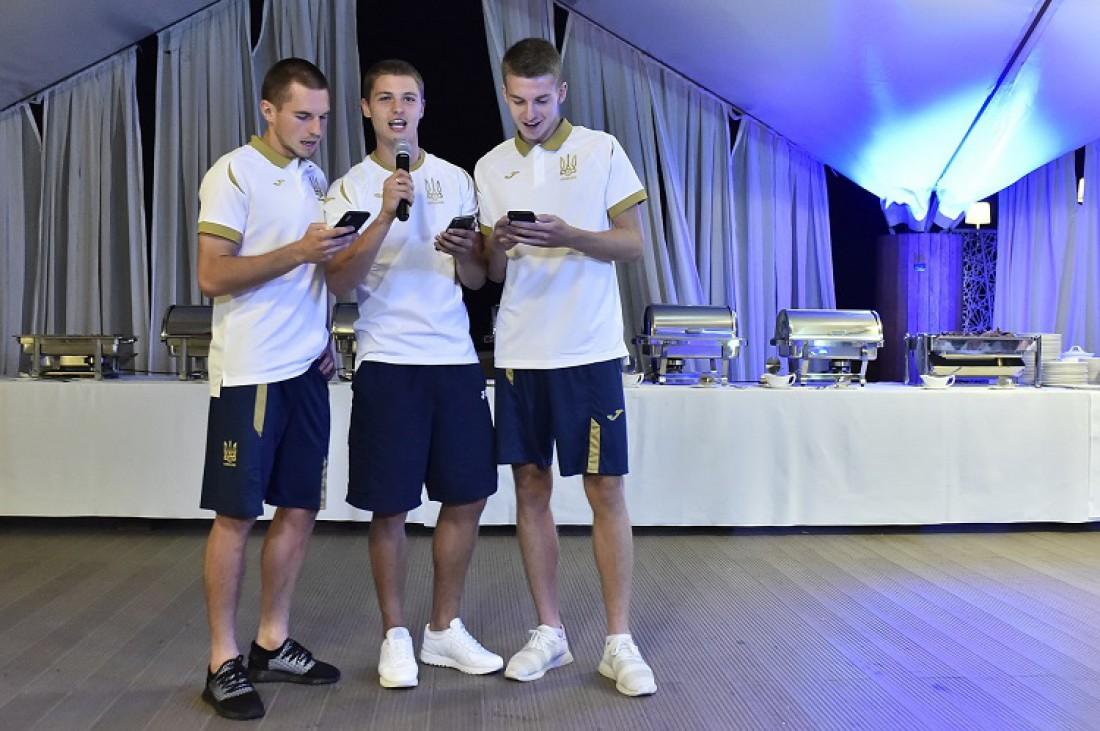 Новички сборной Украины прошли церемонию посвящения