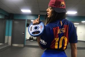 Месси разблокировал Мисс Бум-Бум в Instagram, на что она отреагировала горячей фотографией
