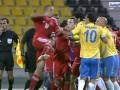 19 матчей отсидки на двоих. В Катаре двух футболистов серьезно наказали за драку