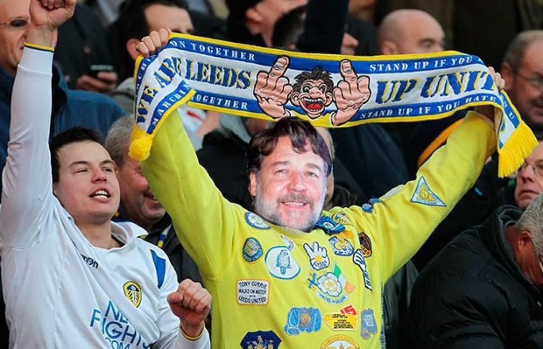 Рассел Кроу на трибунах стадиона Лидс Юнайтед