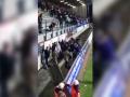 Три полицейских разогнали дубинками разъяренную толпу во время матча