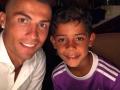 Двое из ларца одинаковых с лица: Роналду сделал сыну свою стрижку
