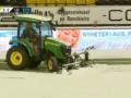 В Норвегии остановили матч из-за снега, который убрали трактором