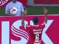 В Бразилии футболист показал фанатам своей команды средний палец
